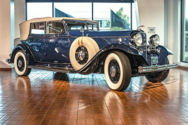 1932 Lincoln KB convertible sedan by Dietrich