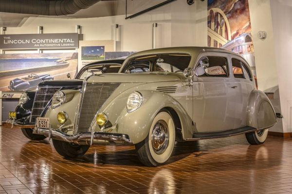 1936 Lincoln-Zephyr sedan