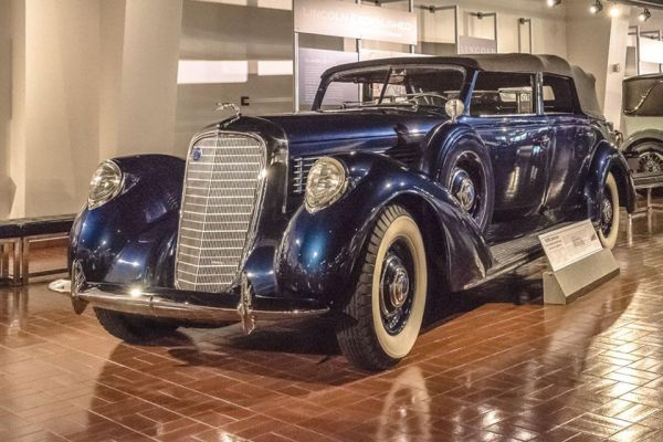 1939 Lincoln convertible sedan by LeBaron