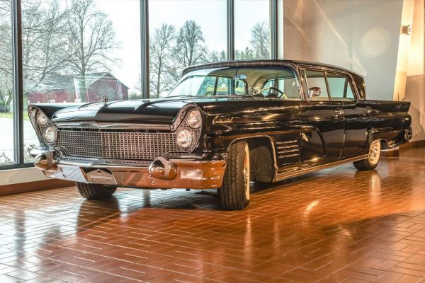 1960 Lincoln Continental Mark V Landau