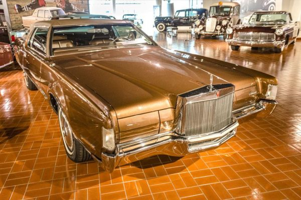 1972 Lincoln Continental Mark III coupe